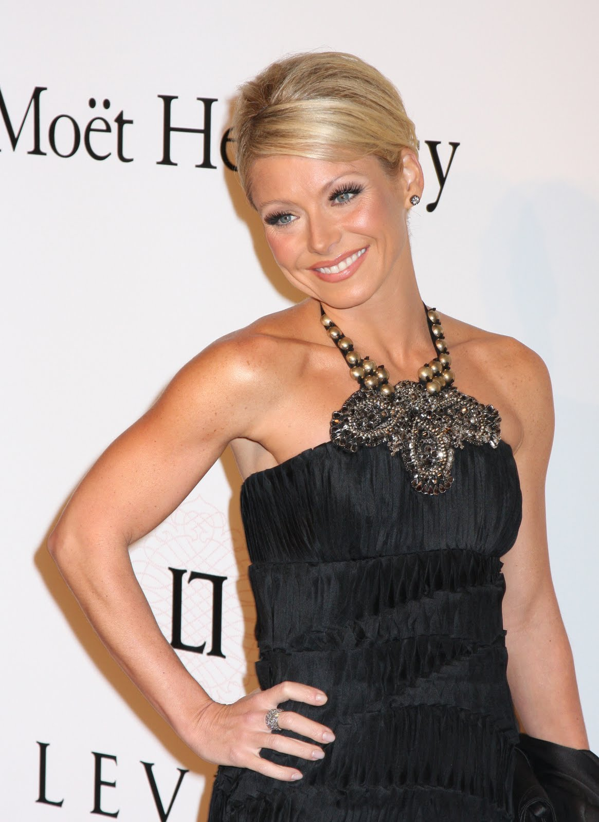 Kelly Ripa Unveils Her Wax Figure In New York City