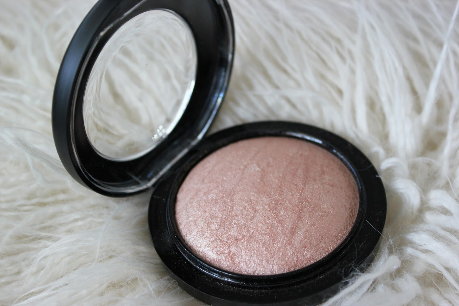 Mac Cosmetics Mineralize Skin Finish Soft And Gentle