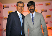 Dhanush at Idea film fare awards-thumbnail-11