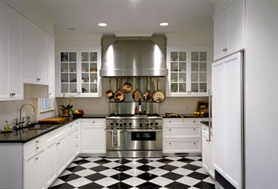 The country farm home is it hopscotch checkerboard floor for Traditional black and white kitchen designs