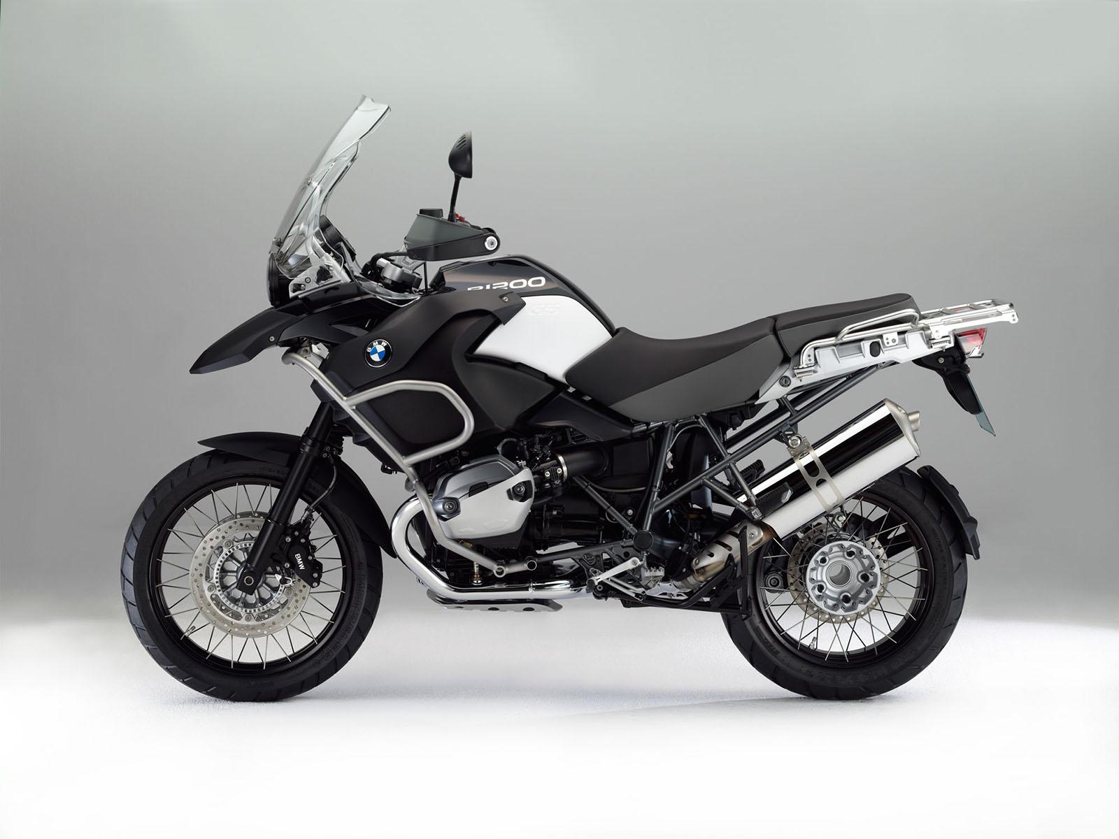 http://4.bp.blogspot.com/-cA1u8jBl98g/TthjNPVY8sI/AAAAAAAABFg/V6RCRxRzbuw/s1600/2012+BMW+R1200GS+Adventure+Triple+Black.jpg