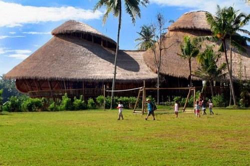 "Sekolah Yang Terbuat Dari Bambu Di Bali, ""Green School"""