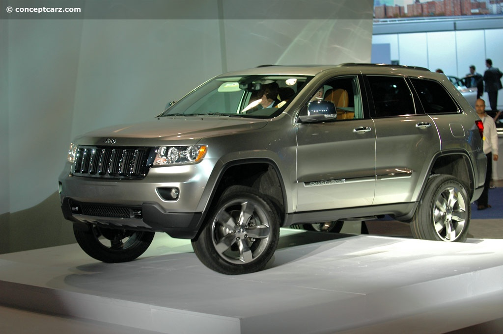 all car reviews 02 2011 jeep grand cherokee the most popular suv for the smart family. Black Bedroom Furniture Sets. Home Design Ideas