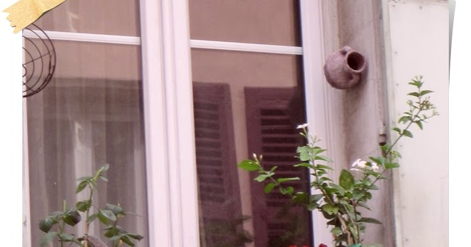 ein balkon in der provence balkonrosen. Black Bedroom Furniture Sets. Home Design Ideas