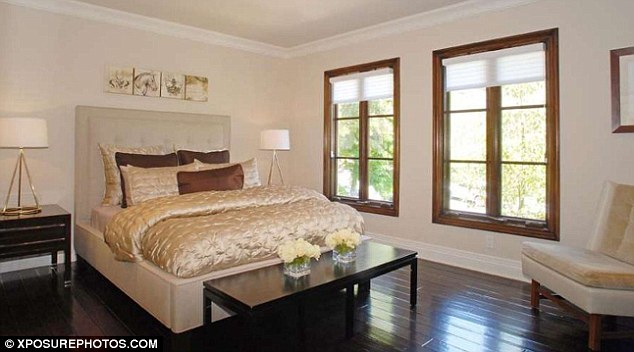 Kim Kardashian Home, Beverly Hills, California Part 91