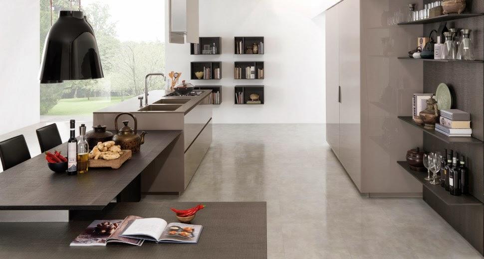 estantes para equipar las paredes de la cocina