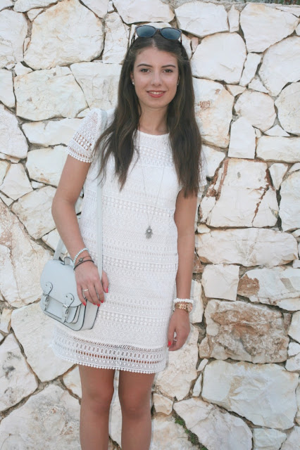 Katherine Penney Chic Blogger Fashion Style Summer Holiday Outfit Polaroid White Lace Dress Summer Pretty Bohemian Boho