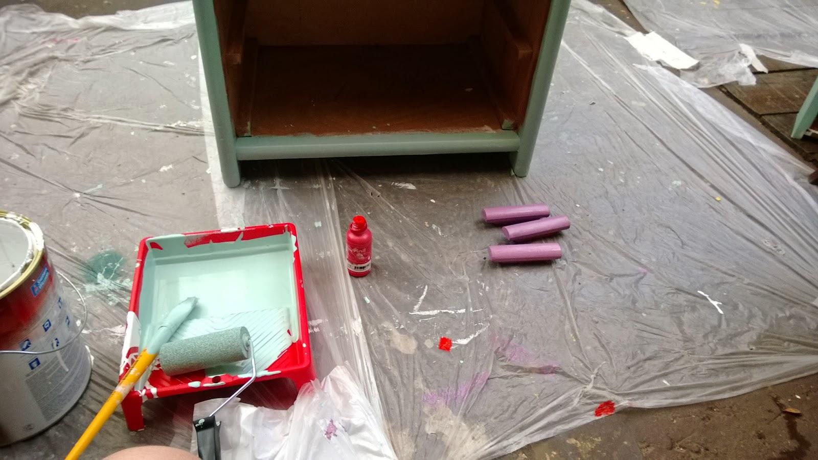 lixe novamente o móvel para tirar imperfeições - oficina Mão na Massa - blog Casa de Colorir