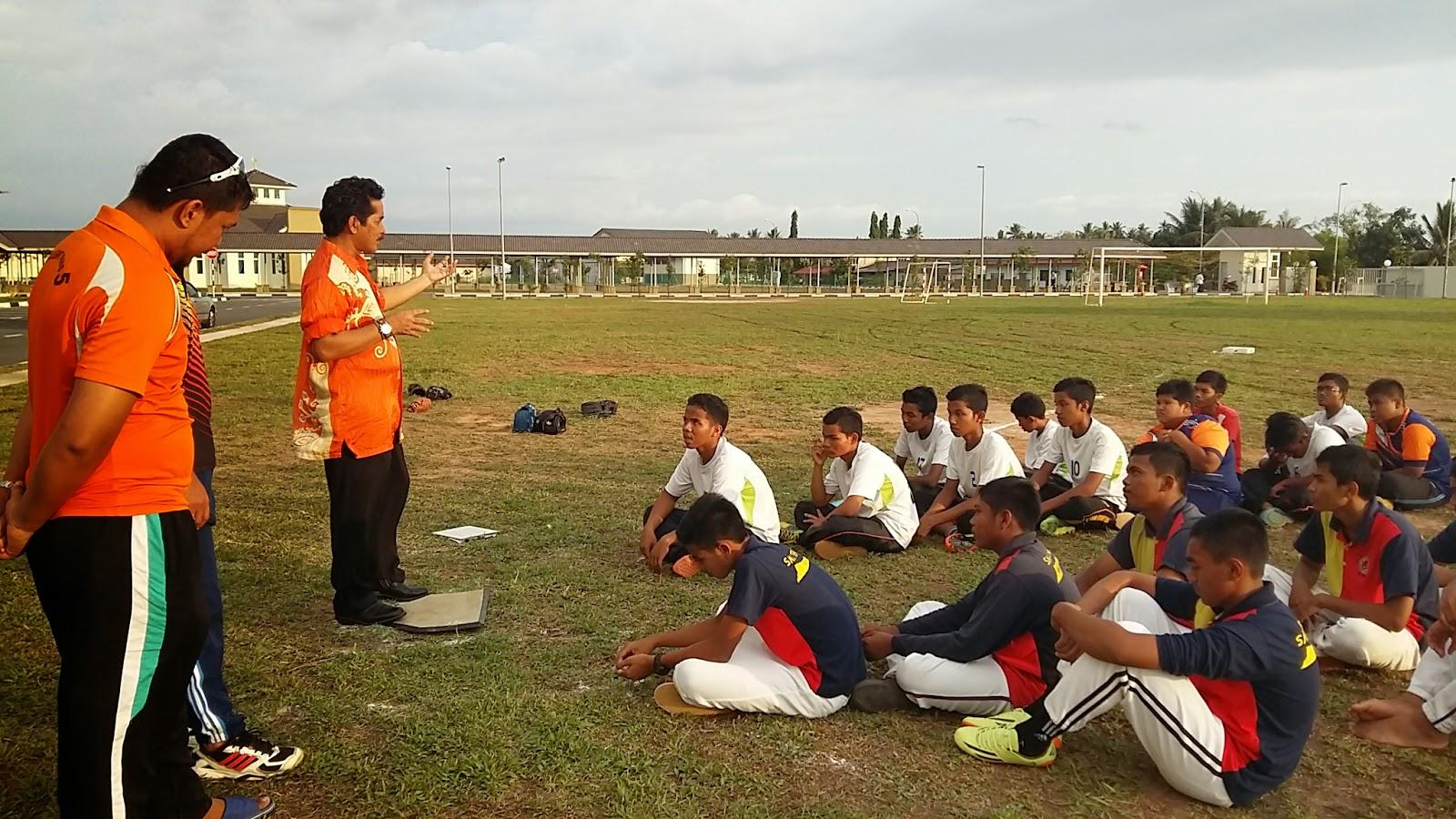 Perlawanan Persahabatan sofbol SMK Jerlun dengan SMK Syed Saffi