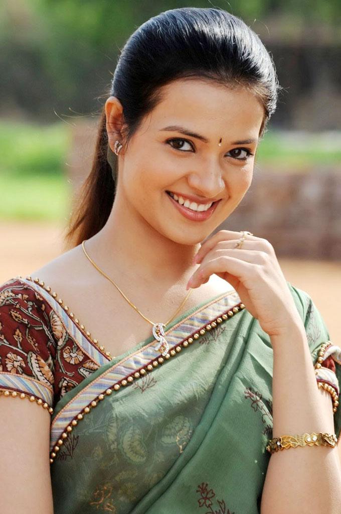 movie hub actress saloni hot photos
