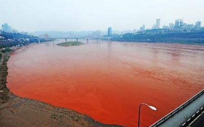 sungai yangtze bertukar merah6