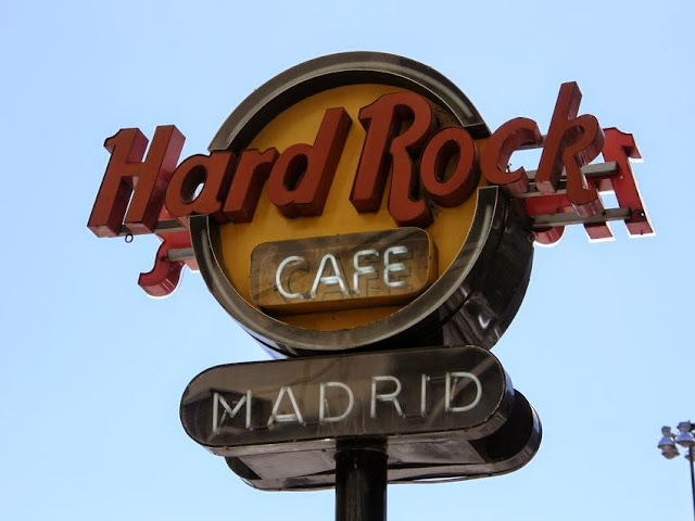 Denim Jacket, Hard Rock Café Madrid, Baggy Pants, Caqui, Tshirt, Camo Bag, Ring, Plataform Shoes, Carmen Hummer