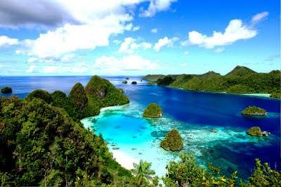 Gambar Pemandangan Alam Indonesia Kepualuan Raja Ampat (Papua)