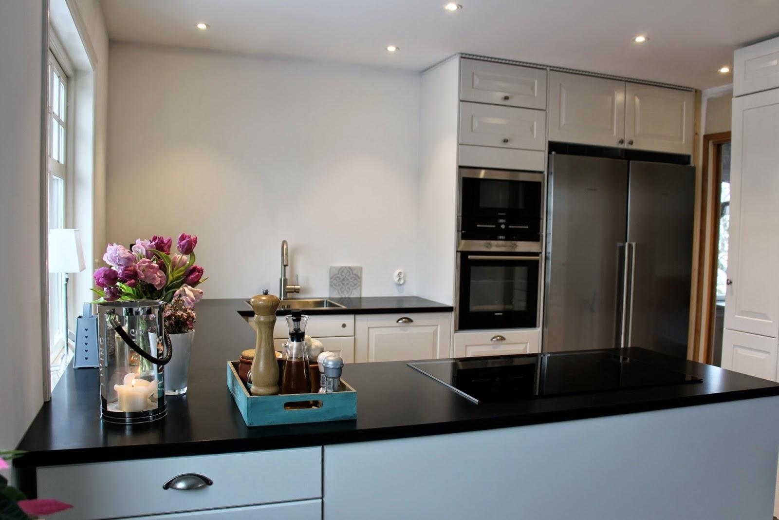 Sabelhagens olivlund : välkommen in i nya köket, före   efter