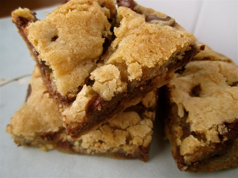 Stephanie Cooks: Chocolate Chip Cookie Bars