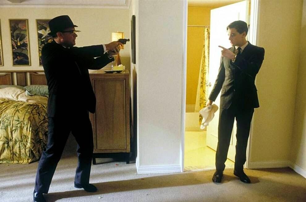 """Хэнкс снова работал вместе со Стивеном Спилбергом в фильме «Поймай меня, если сможешь»,  Hanks worked again with Steven Spielberg movie """"Catch Me If You Can"""""""