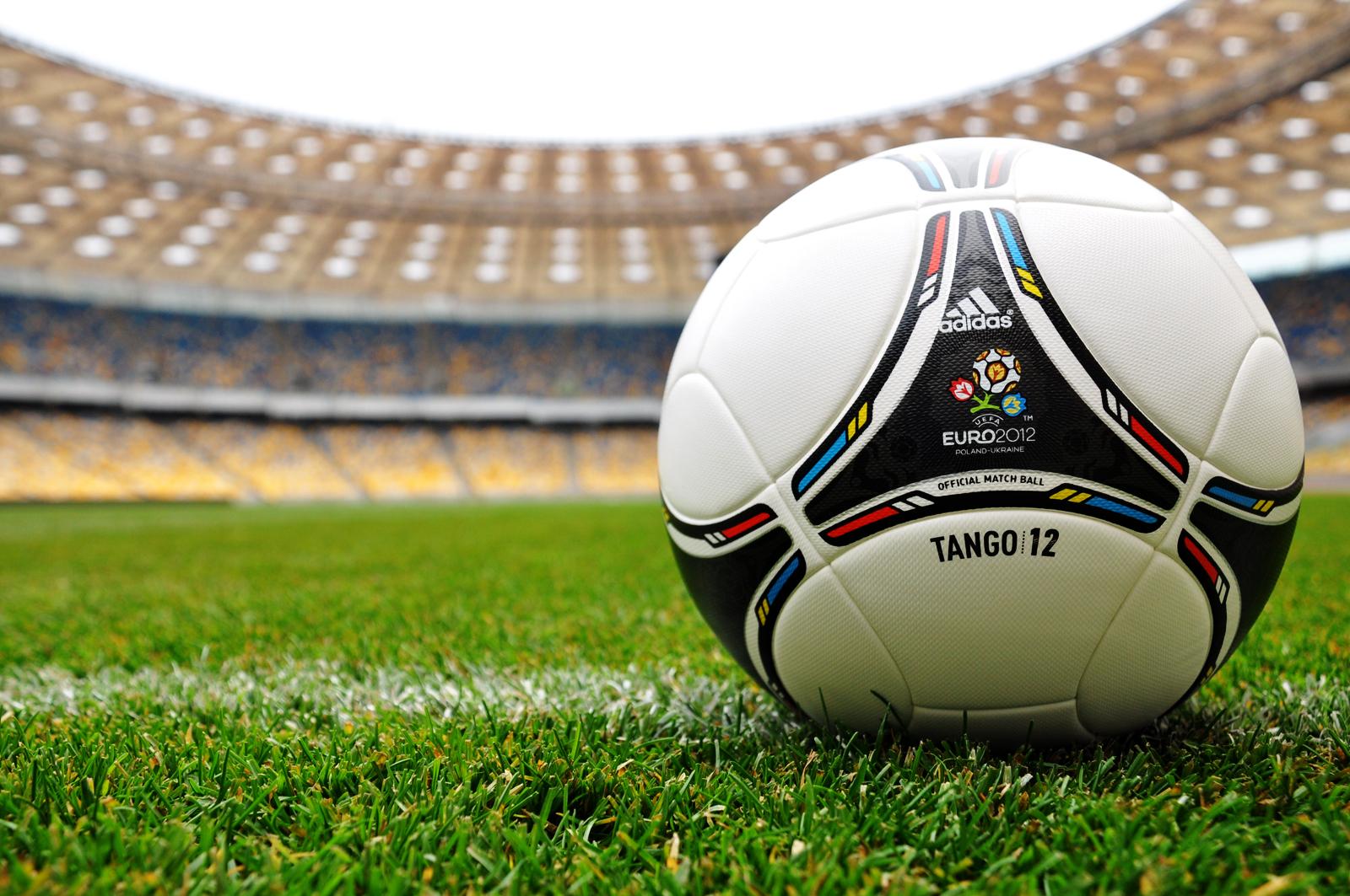 http://4.bp.blogspot.com/-cCNVqpHCSuw/T7T4AqlnPrI/AAAAAAAAAFY/akil9lM-CfM/s1600/Euro_2012_Adidas_Tango_Ball_HD_Wallpaper-Vvallpaper.Net.jpg