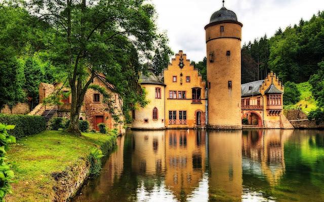 Beautiful MespelBrunn Castle