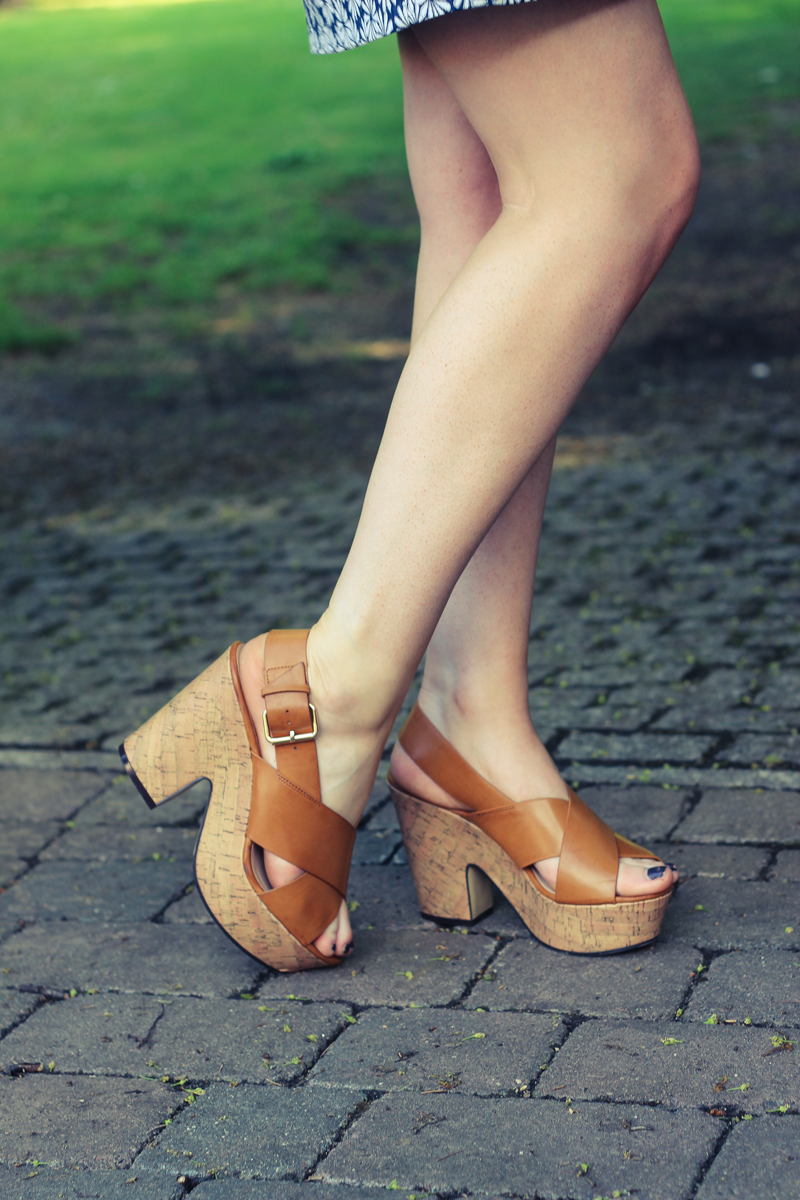 Chunky Wooden Sandals - The Goodowl