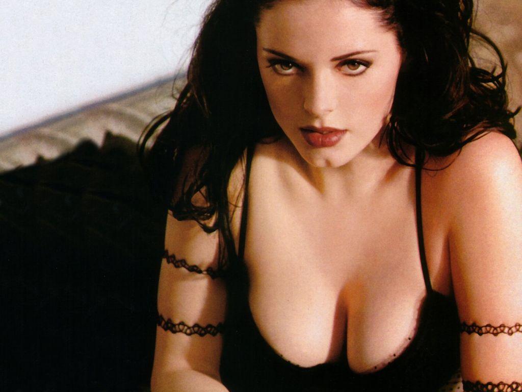http://4.bp.blogspot.com/-cDE-_q3Mqoo/Tlp0kiCBZ2I/AAAAAAAAGz0/ruFtnSkS7M8/s1600/Rose_McGowan_045.jpg
