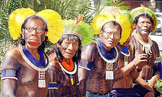 Una tribu brasileña declara la guerra a los Estados Unidos