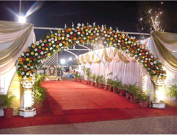 Decoration in wedding wedding decorations wedding party for Hall decoration images