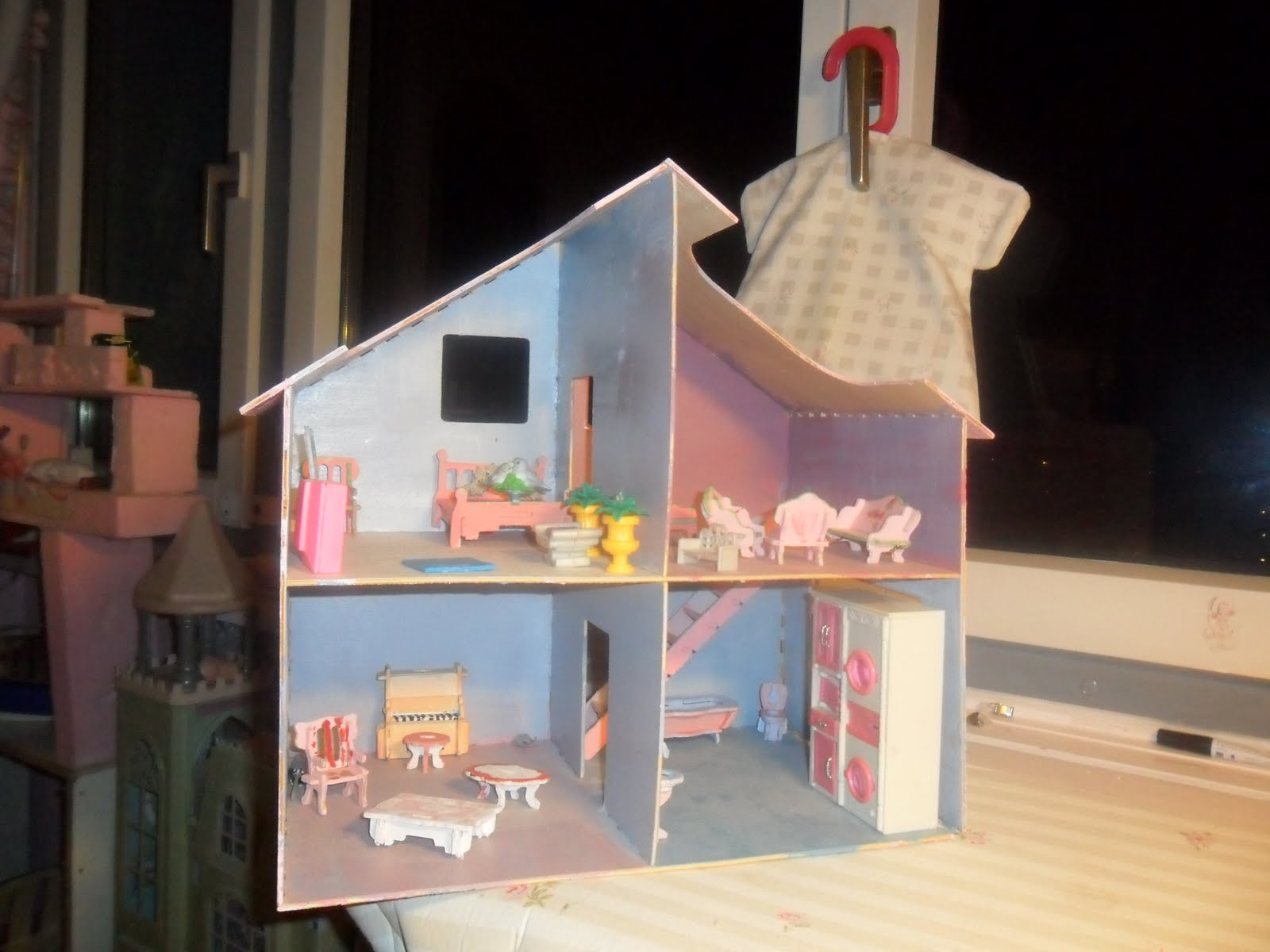 im kinderzimmer 4 puppenhaus m bel selber gemacht. Black Bedroom Furniture Sets. Home Design Ideas