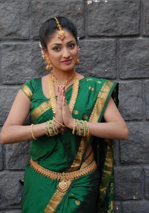 hari priya in saree actress pics