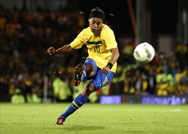 wallpaper design: Ronaldinho Brazil 2012