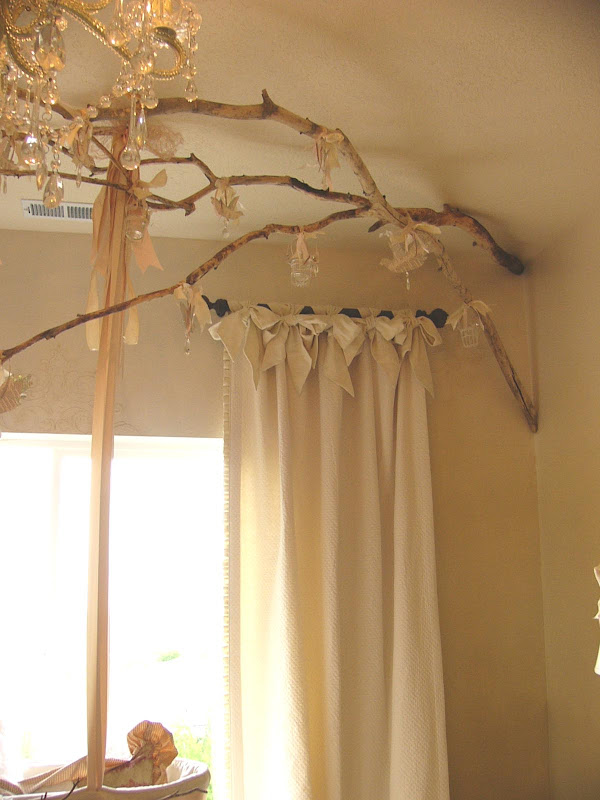 Some great shabby chic drape and curtain arrangements title=