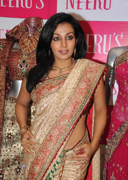 asha saini aka mayuri in silk saree latest photos