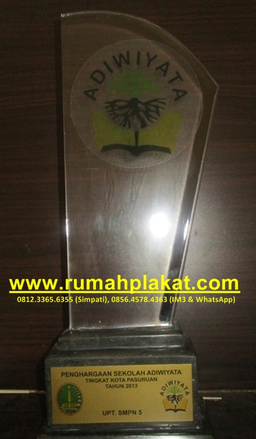 pesan plakat penghargaan pasuruan, jual plakat akrilik murah surabaya, desain plakat acrylic, 0856.4578.4363, www.rumahplakat.com