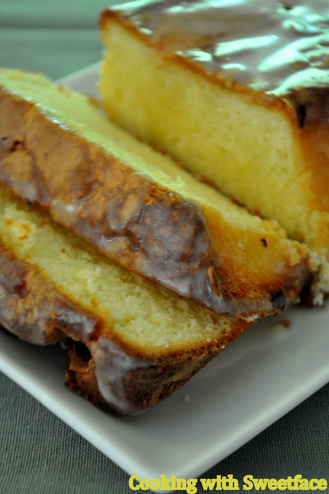 CookingwithSweetface: Lemon Sour Cream Pound Cake