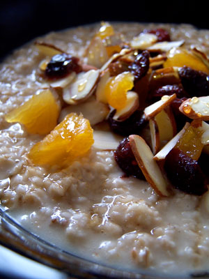 cooked oatmeal and dried fruits