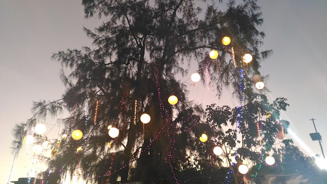 Dayle Pereira of the blog Style File reviews the ASUS Zenfone 2 Laser smartphone with a picture taken by the phone camera of the Christmas lanterns and string lights during the holiday season