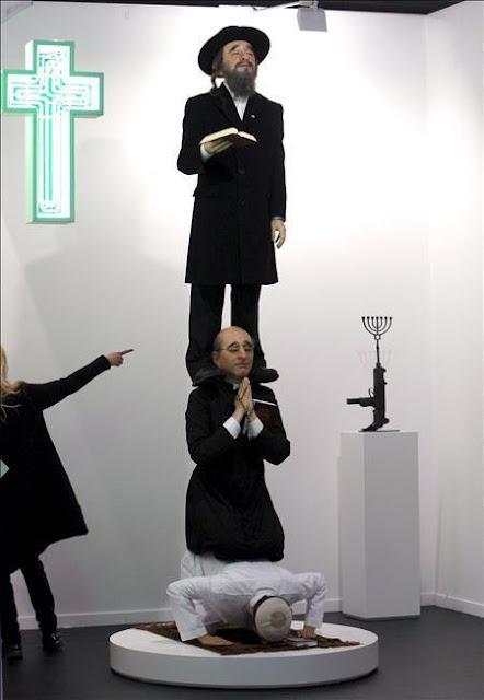 Patung Lilin yahudi yang menghina Islam