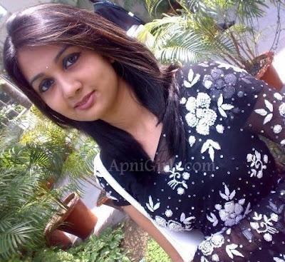 Bangladeshi Hot Girls Romantic Pictures1