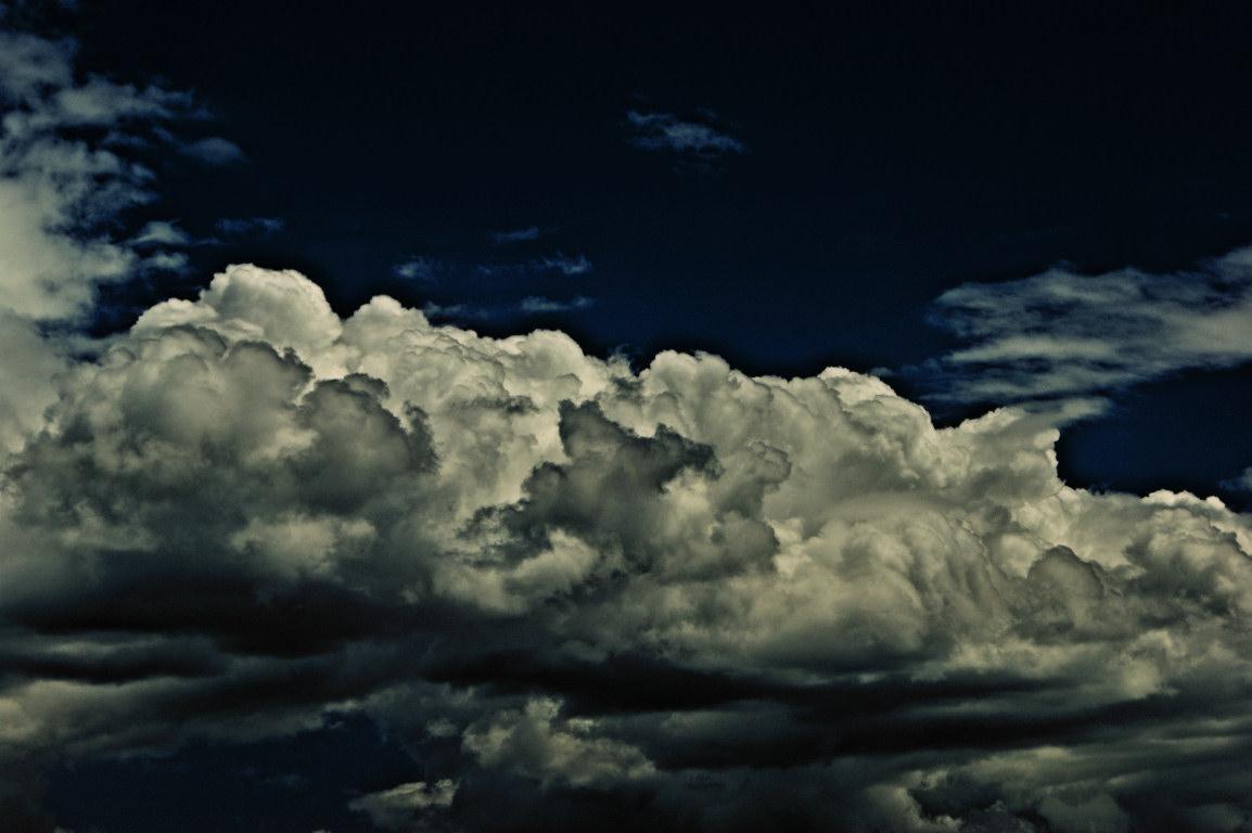 http://4.bp.blogspot.com/-cEXy-KJkKKo/Td1fXZgpyzI/AAAAAAAAAAY/T2HGSBR9jR4/s1600/dark-clouds.jpg