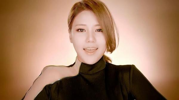 AoAMiniskirt Hyejeong