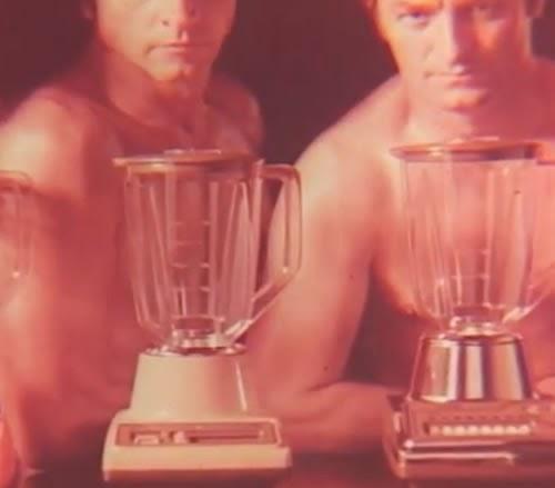 Três machões protagonizam a campanha da nova linha de liquidificadores da Arno, em 1978.