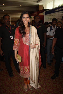 sonam kapoor at ficci 2012 inauguration hot images