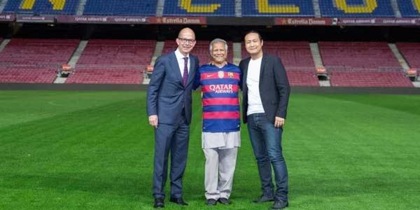 Pemenang Nobel Perdamaian Kunjungi Camp Nou