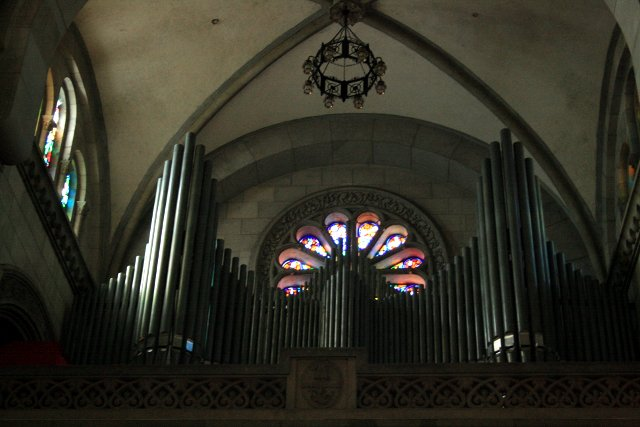pipe organ at the Manila Cathedral