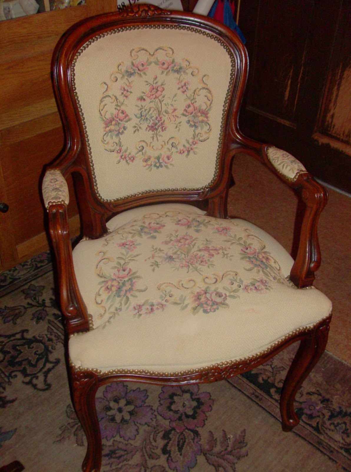 Queen anne chair history - Labels Antique Mall Antique Stores Columbus Ga Mahogany Resale Thrift Mall Thrift Stores Used Furniture Vintage