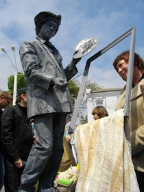 Lomba Unik Mirip Patung di Ukraina