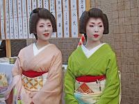 涼香さんと雛菊さんの芸姑さん。