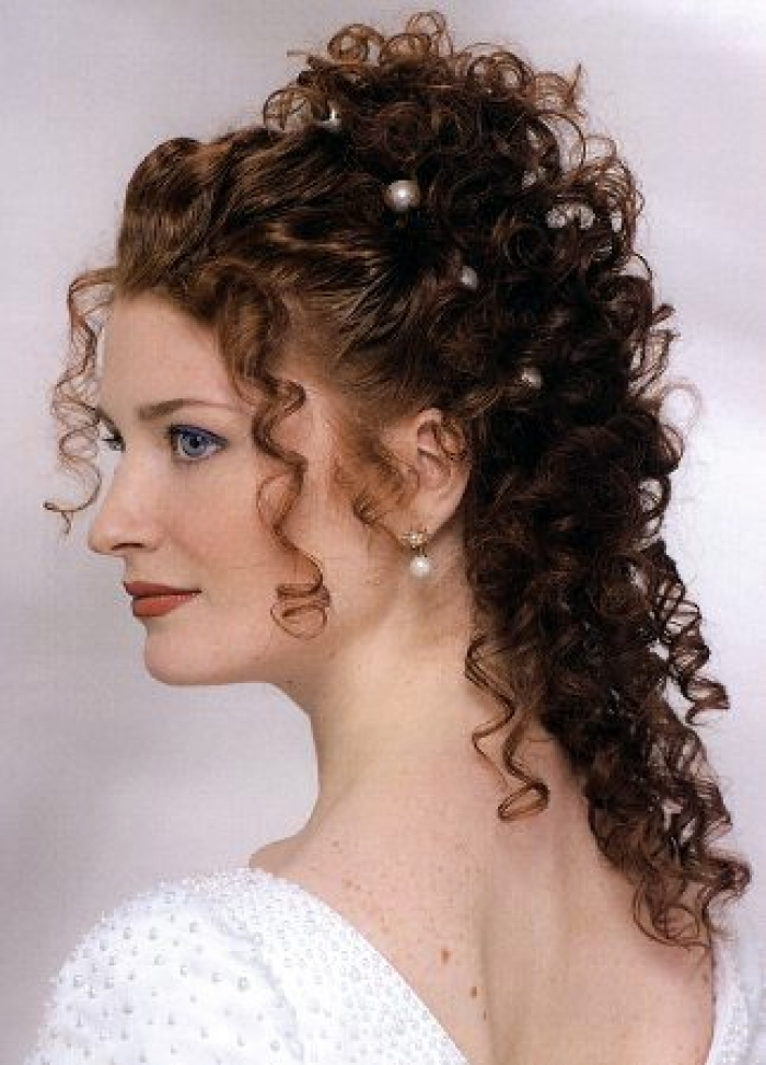 a new life hartz curly wedding hairstyle