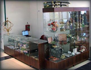 Торговые прилавки со стеклом фото