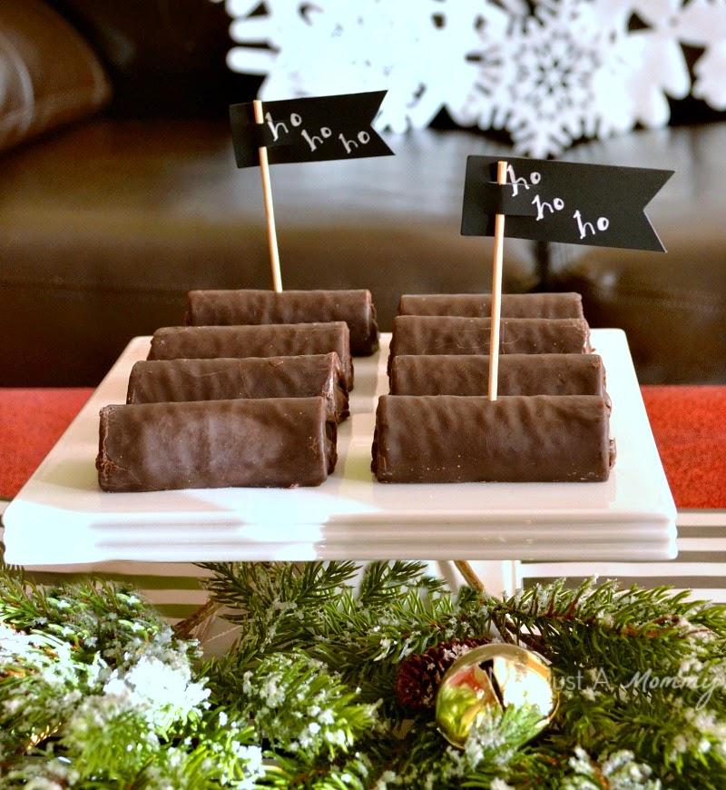 Holiday With Hostess Snacks table Ho Hos #HostessHoliday