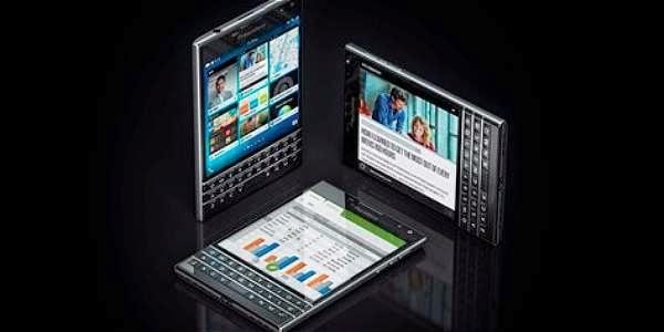 Aceptémoslo. No es en absoluto la forma que usted imagina cuando piensa en su próximo smartphone. Pero tras la silueta del Passport, que no es cuadrado, sino rectangular (de hecho, tiene el tamaño exacto de un pasaporte, de ahí su nombre), hay una interesante propuesta de Blackberry que, sin embargo, no es para todos los gustos. El teléfono no es cuadrado, decíamos, pero su pantalla sí. Con 4,5 pulgadas de lado y una resolución de 1.440 por 1.440, nunca antes un Blackberry tuvo una pantalla tan brillante, con tal grado de detalle y nitidez. La forma de la pantalla se